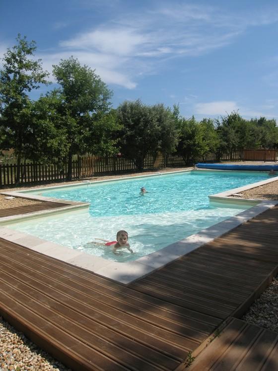 Le mas d 39 h liante 4 gites louer dans ferme restaur e sur - Gites de france luberon avec piscine ...