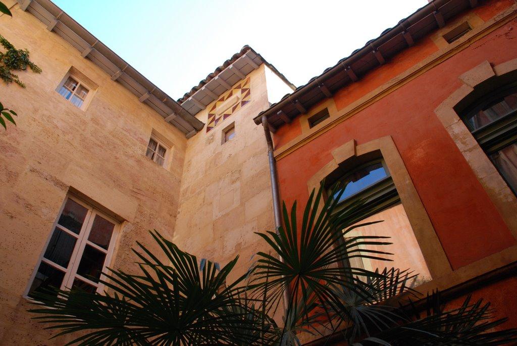 Rue du ch teau chambres d 39 h tes tarascon dans une maison for Une chambre en inde theatre du soleil