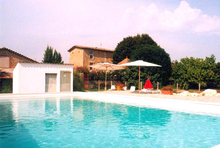 La magnanerie cinq chambres a theme de charme tout confort for Prix piscine 12x6