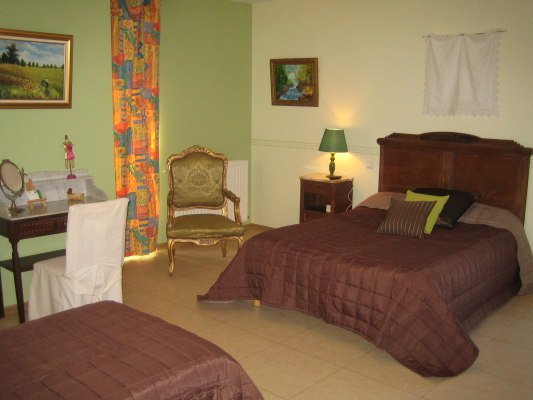 domaine le castagn dans une maison en pierre restaur e 4 chambres d 39 h tes spacieuses avec salle. Black Bedroom Furniture Sets. Home Design Ideas